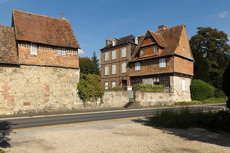 Photo du Monument Historique Manoir des Pavements situé à Lisieux