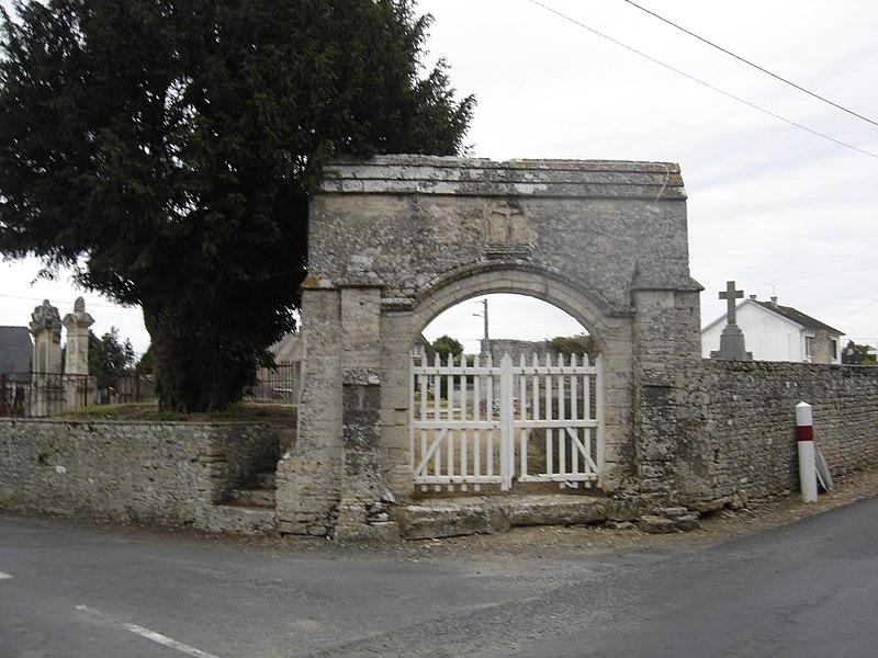 Photo du Monument Historique Cimetière de Marigny situé à Longues-sur-Mer