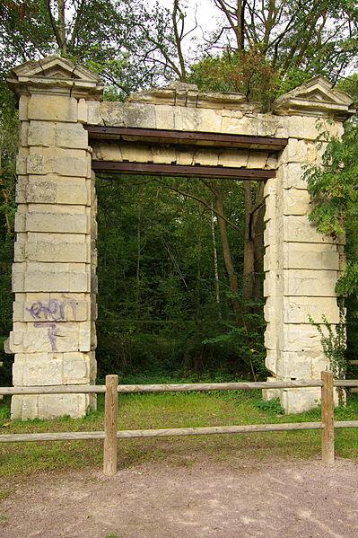 Photo du Monument Historique Porte du 17e siècle situé à Louvigny