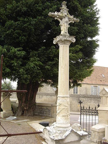 Photo du Monument Historique Croix en pierre situé à Luc-sur-Mer