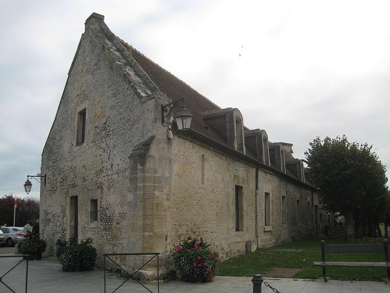 Photo du Monument Historique Grange aux dîmes situé à Ouistreham