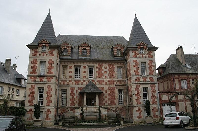 Photo du Monument Historique Ancien hôtel de Montpensier situé à Pont-l'Evêque