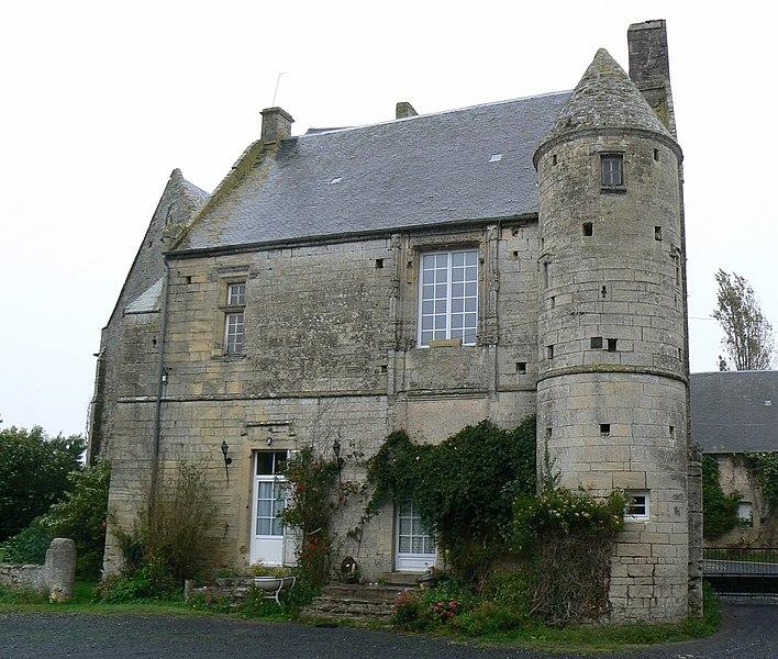 Photo du Monument Historique Ancien château de Villiers-sur-Port à Huppain situé à Port-en-Bessin-Huppain