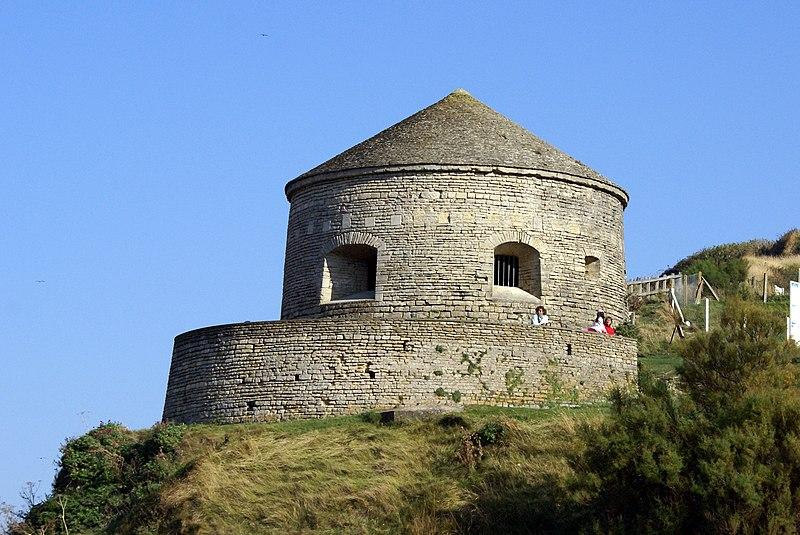 Photo du Monument Historique Tour Vauban à Port-en-Bessin situé à Port-en-Bessin-Huppain