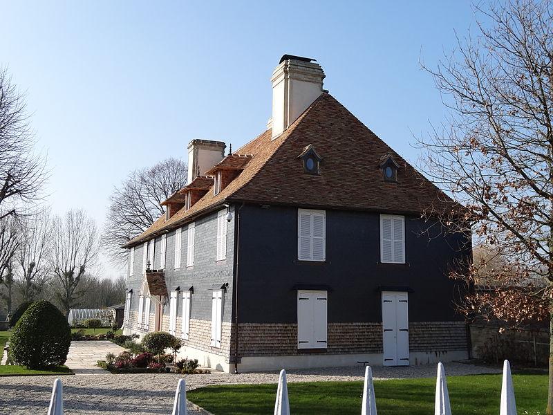 Photo du Monument Historique Manoir situé à Putot-en-Auge