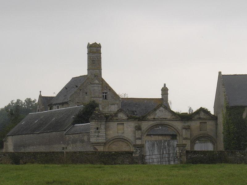 Photo du Monument Historique Manoir du Pavillon et son triple portail situé à Ryes