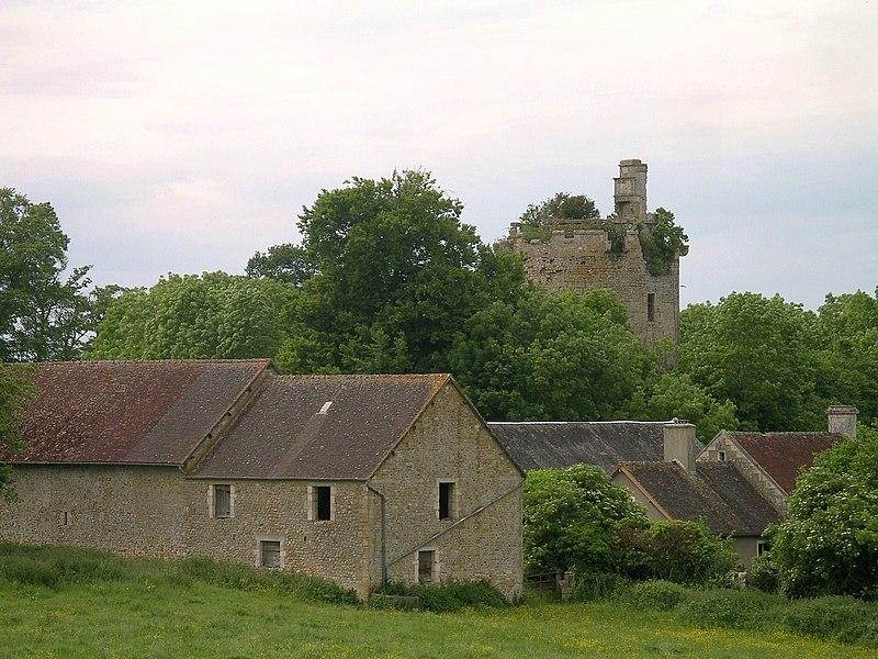 Photo du Monument Historique Restes du château situé à Tournebu