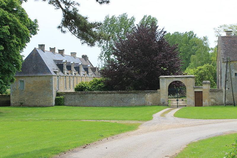 Photo du Monument Historique Château de Grisy situé à Vendeuvre