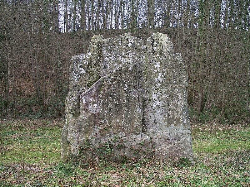 Photo du Monument Historique Menhir de Pierrelaye ou Pierre Lée situé à Villy-Bocage