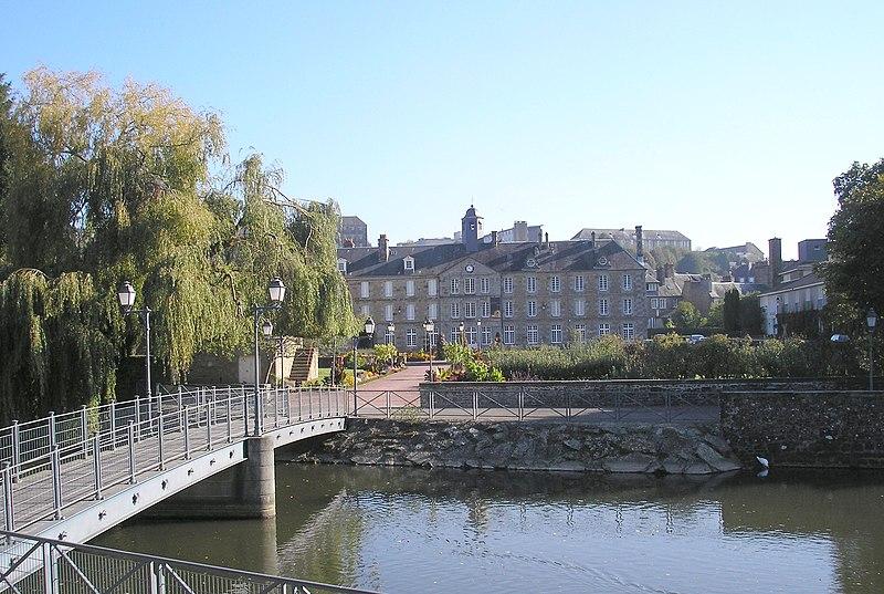 Photo du Monument Historique Ancien Hôtel-Dieu situé à Vire
