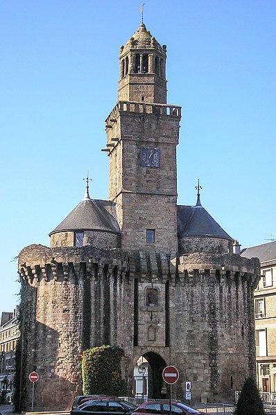 Photo du Monument Historique Porte de l'Horloge situé à Vire