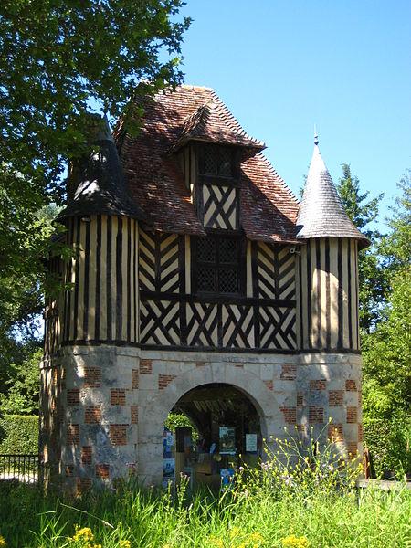 Photo du Monument Historique Ancien manoir de Beuvillers situé à Crèvecoeur-en-Auge