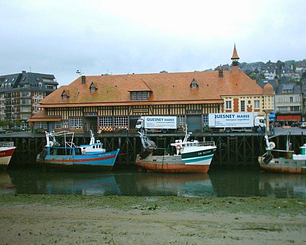 Photo du Monument Historique Halle aux poissons dite poissonnerie situé à Trouville-sur-Mer