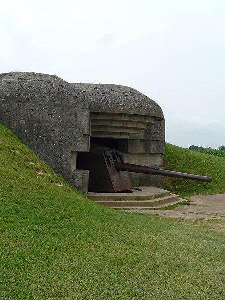 Photo du Monument Historique Batterie d'artillerie de Longues situé à Longues-sur-Mer