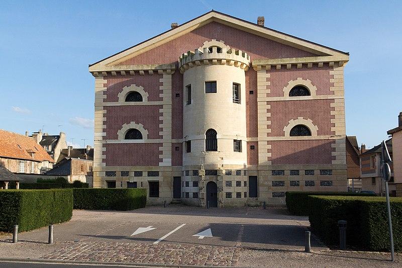 Photo du Monument Historique Ancienne prison situé à Pont-l'Evêque