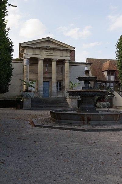 Photo du Monument Historique Tribunal situé à Pont-l'Evêque