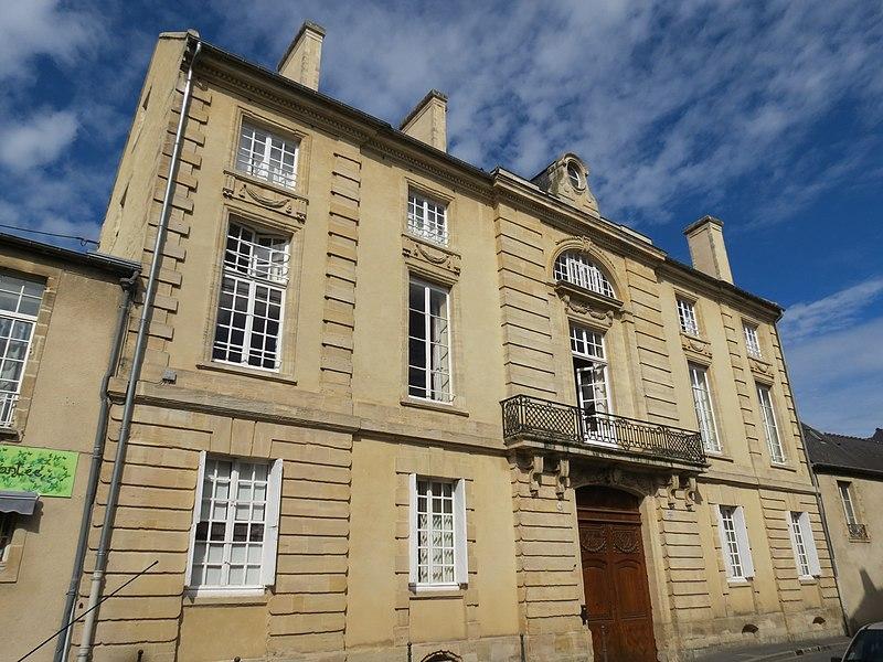 Photo du Monument Historique Hôtel de la Tour du Pin (Hôtel de Bricqueville) situé à Bayeux