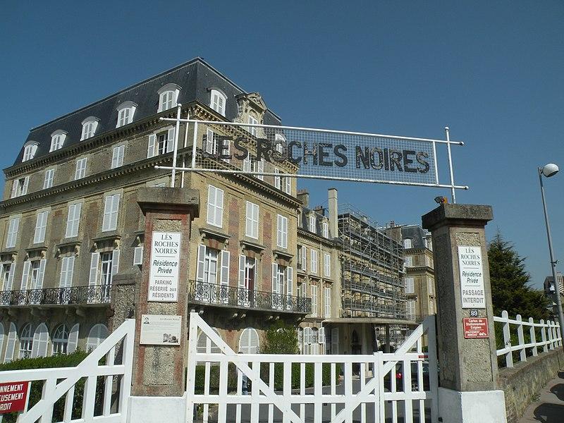 Photo du Monument Historique Ancien Hôtel des Roches Noires situé à Trouville-sur-Mer