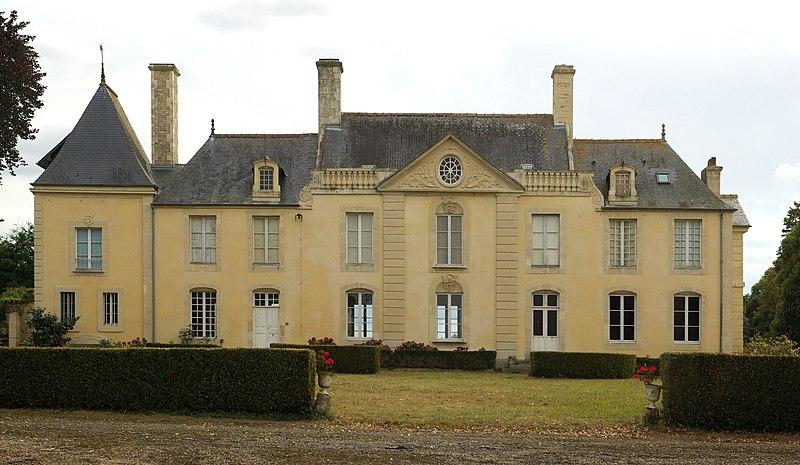 Photo du Monument Historique Château de Villeray situé à Les Moutiers-en-Cinglais