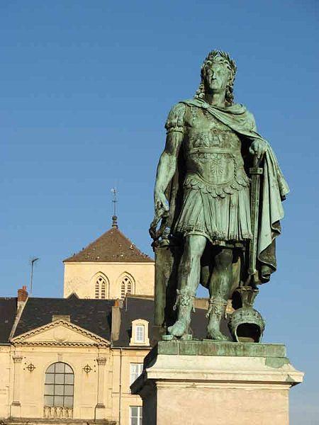 Photo du Monument Historique Statue de Louis XIV situé à Caen