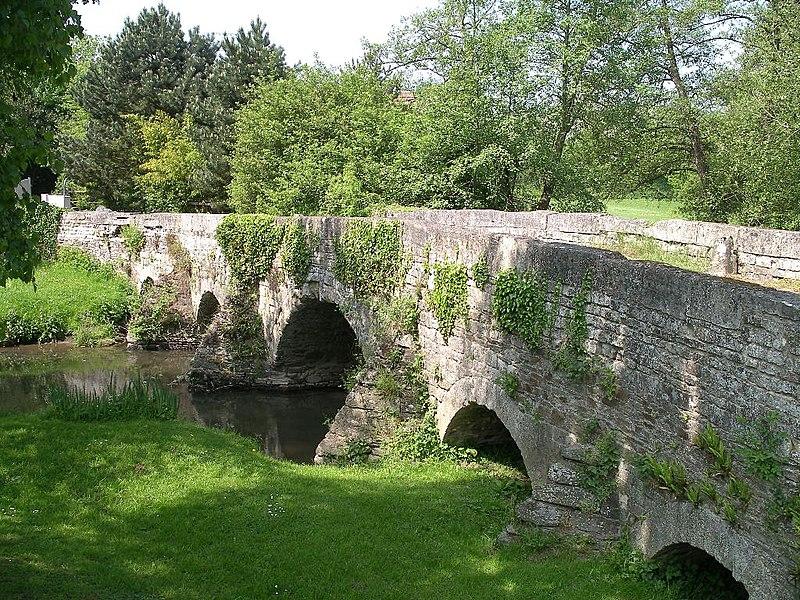Photo du Monument Historique Pont de Juvigny sur la Seulles (également sur commune de Tilly-sur-Seulles) situé à Juvigny-sur-Seulles