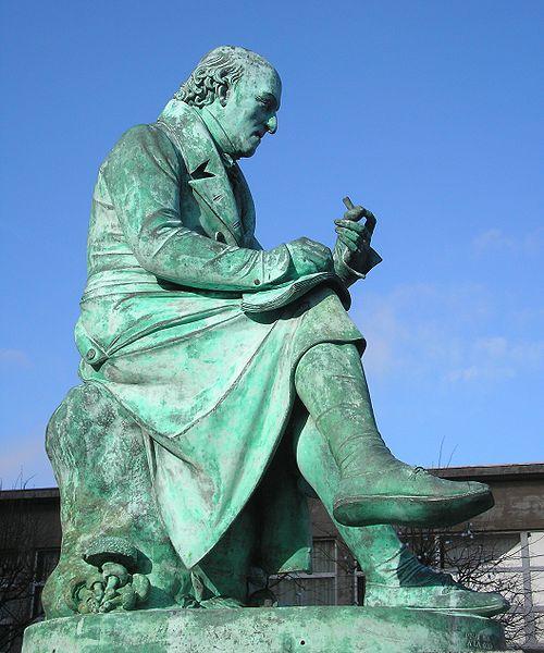 Photo du Monument Historique Statue de Castel situé à Vire
