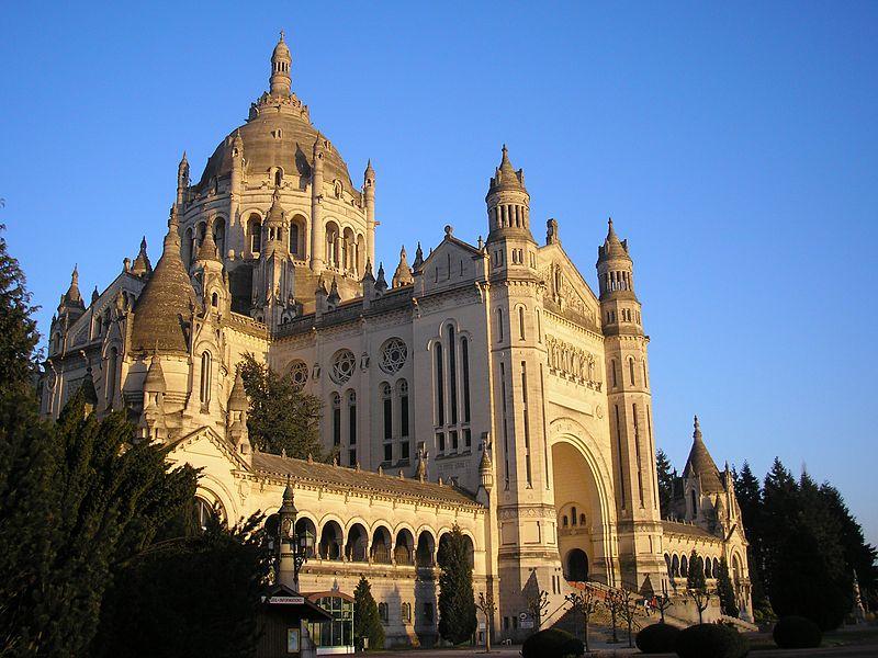 Photo du Monument Historique Basilique Sainte-Thérèse situé à Lisieux