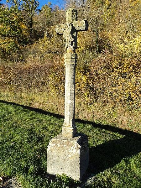 Photo du Monument Historique Croix de chemin à l'effigie de Notre-Dame-de-Pitié situé à Andelat