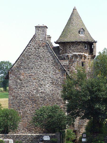 Photo du Monument Historique Château de la Trémolière situé à Anglards-de-Salers