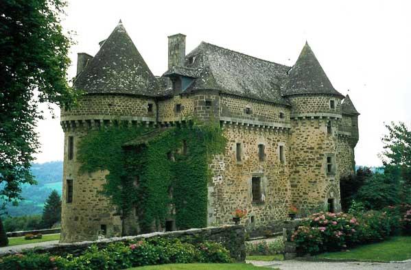 Photo du Monument Historique Château fort d'Auzers situé à Auzers