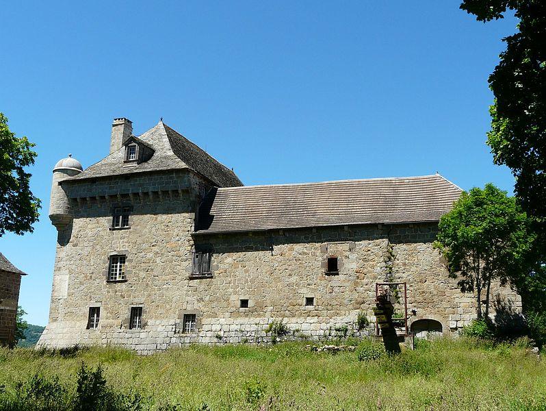 Photo du Monument Historique Château de Montvallat situé à Chaudes-Aigues