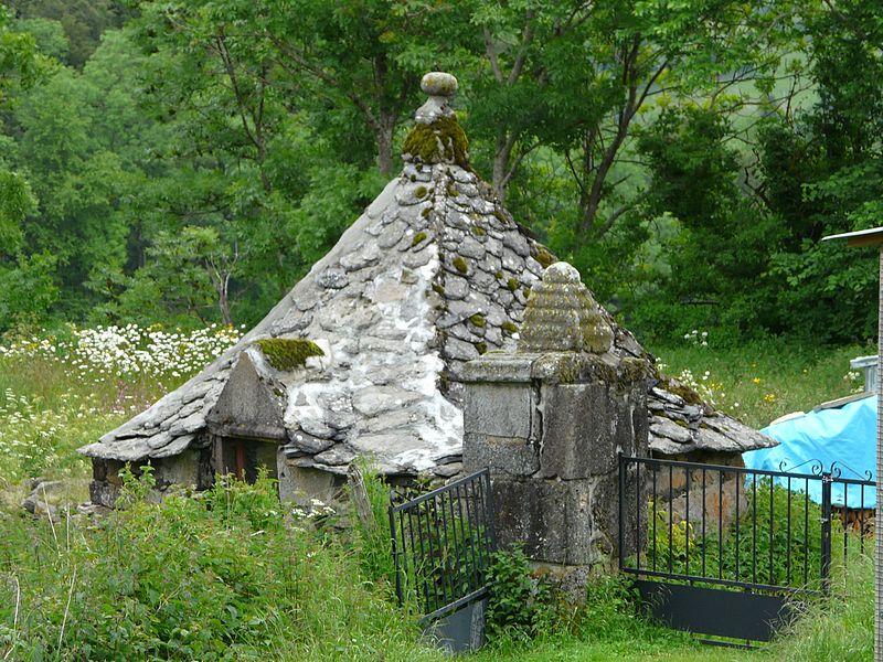 Photo du Monument Historique Oratoire du Sartre situé à Cheylade