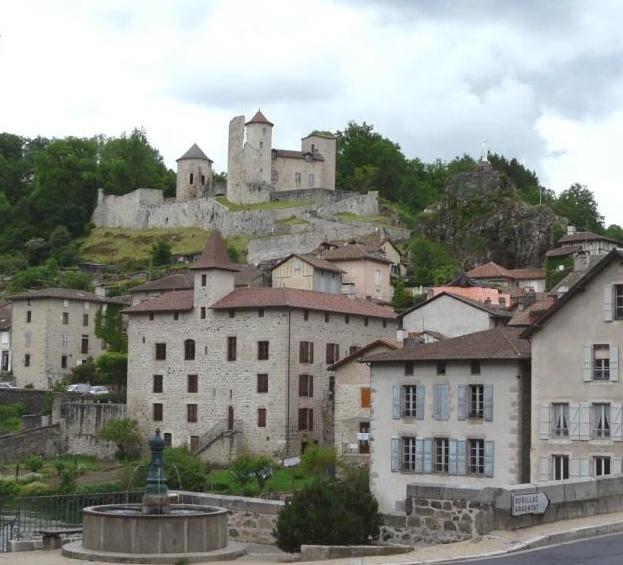 Photo du Monument Historique Ancien château ou château de Laroque situé à Laroquebrou
