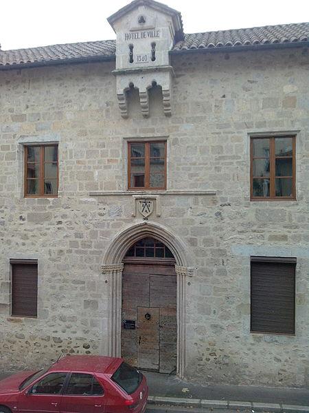 Photo du Monument Historique Hôtel de ville (ancien hôtel de la Trémolière) situé à Laroquebrou