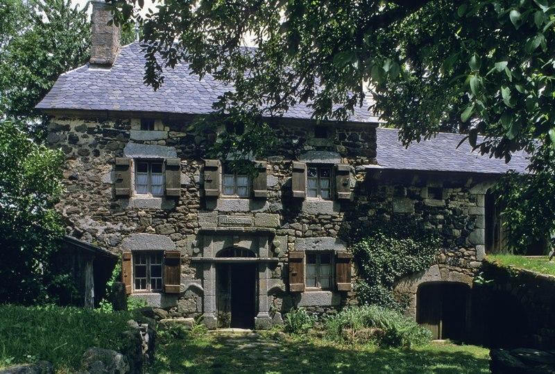 Photo du Monument Historique Ferme Allègre dite Maison du Paysan situé à Loubaresse