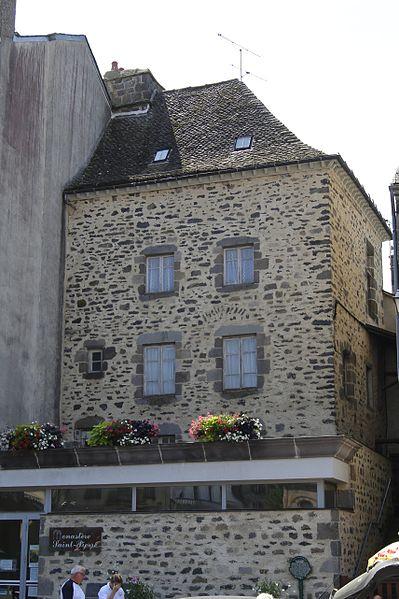 Photo du Monument Historique Ancien monastère Saint-Pierre situé à Mauriac