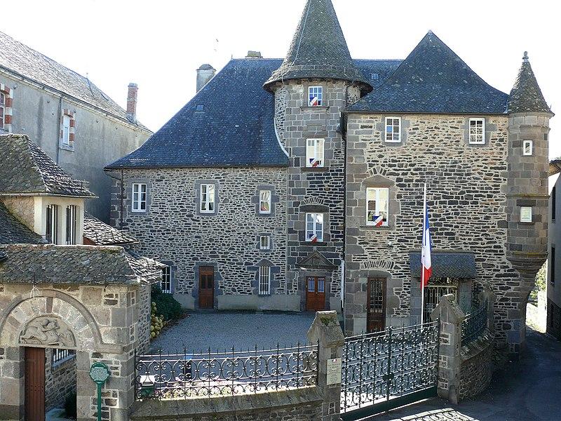 Photo du Monument Historique Sous-Préfecture (ancien Hôtel d'Orcet) situé à Mauriac