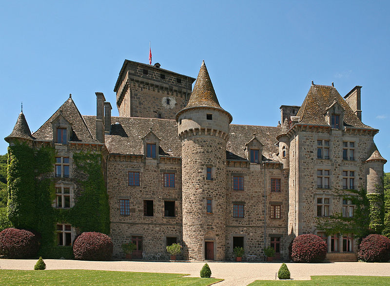 Photo du Monument Historique Château fort de Pesteils situé à Polminhac