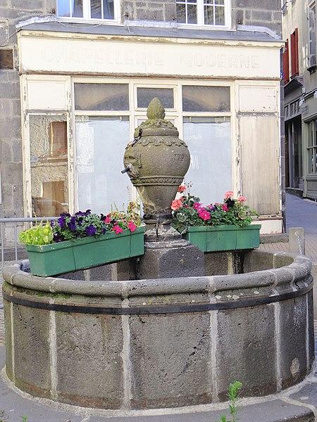 Photo du Monument Historique Fontaine situé à Saint-Flour
