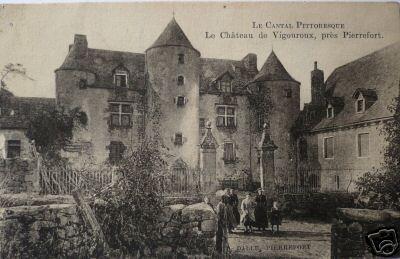 Photo du Monument Historique Château de Vigouroux situé à Saint-Martin-sous-Vigouroux