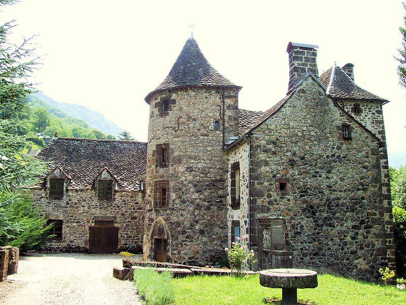 Photo du Monument Historique Château de la Borie situé à Saint-Vincent-de-Salers