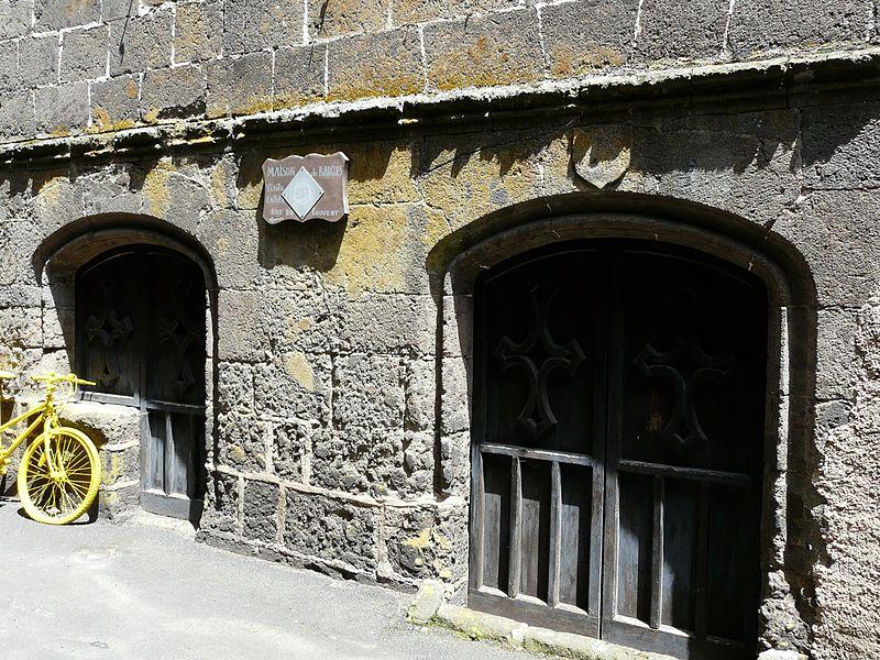 Photo du Monument Historique Maison de Bargues situé à Salers
