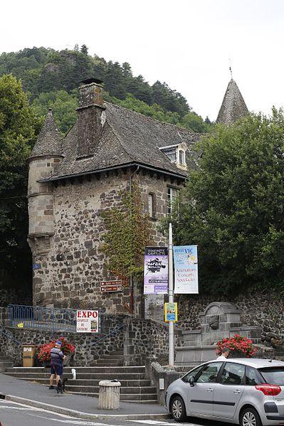 Photo du Monument Historique Maison du Chevalier des Huttes situé à Vic-sur-Cère