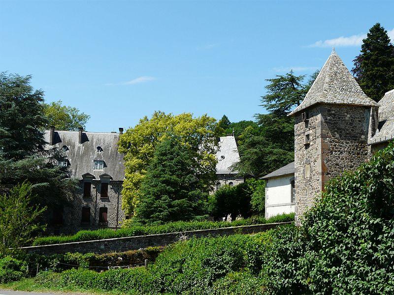Photo du Monument Historique Château de Fabrègues situé à Aurillac