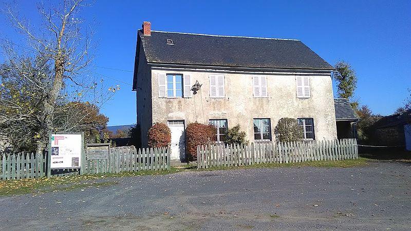 Photo du Monument Historique Ecole de Signalauze situé à Ruynes-en-Margeride