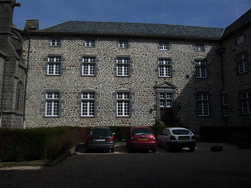 Photo du Monument Historique Ancien évêché, actuellement mairie et musée situé à Saint-Flour