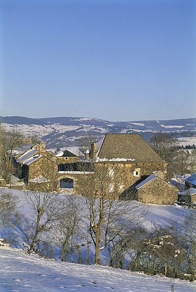 Photo du Monument Historique Ferme Torrette dite la Vieille Maison situé à Loubaresse