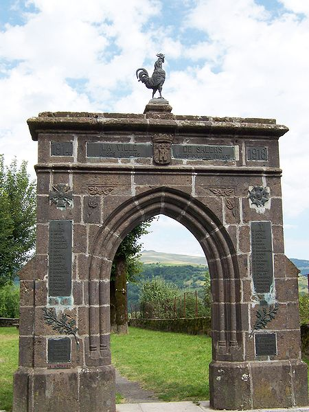 Photo du Monument Historique Monument aux morts situé à Salers