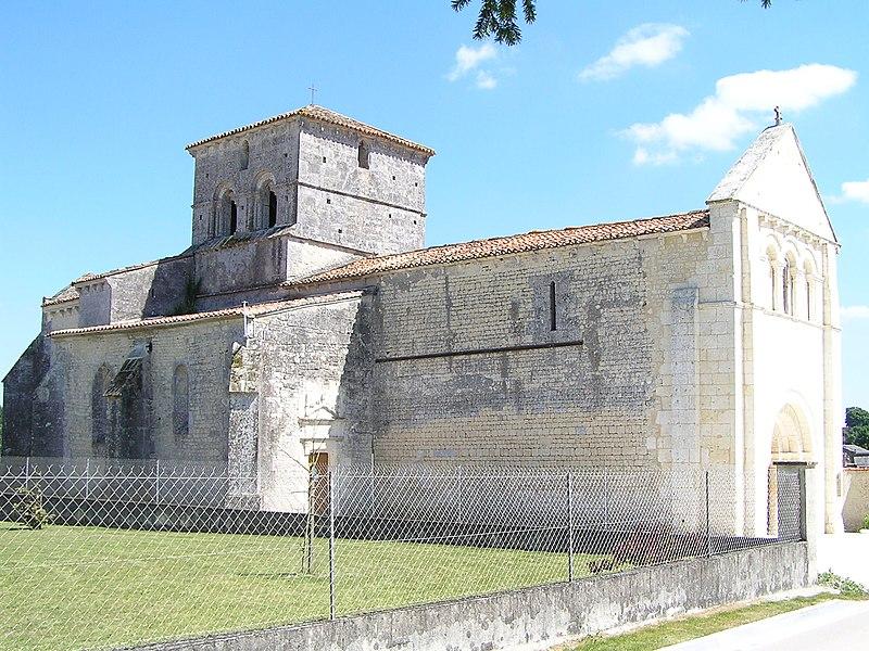 Photo du Monument Historique Eglise Saint-Pierre situé à Ambleville