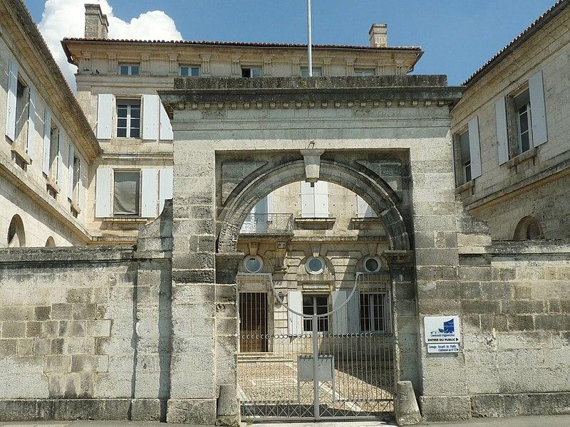 Photo du Monument Historique Capitainerie de l'Houmeau situé à Angoulême